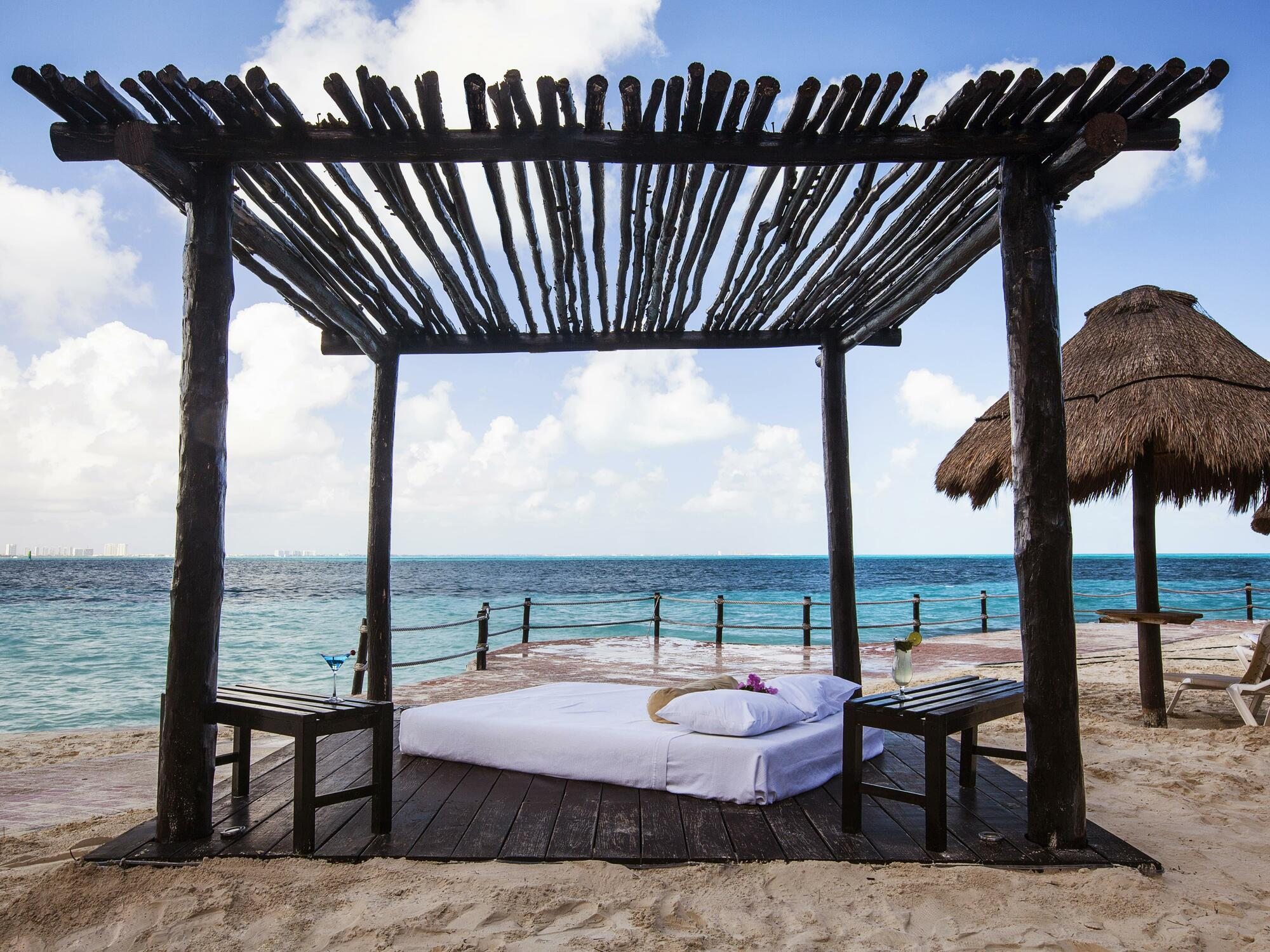 Lounge bed near the ocean in Cancún city