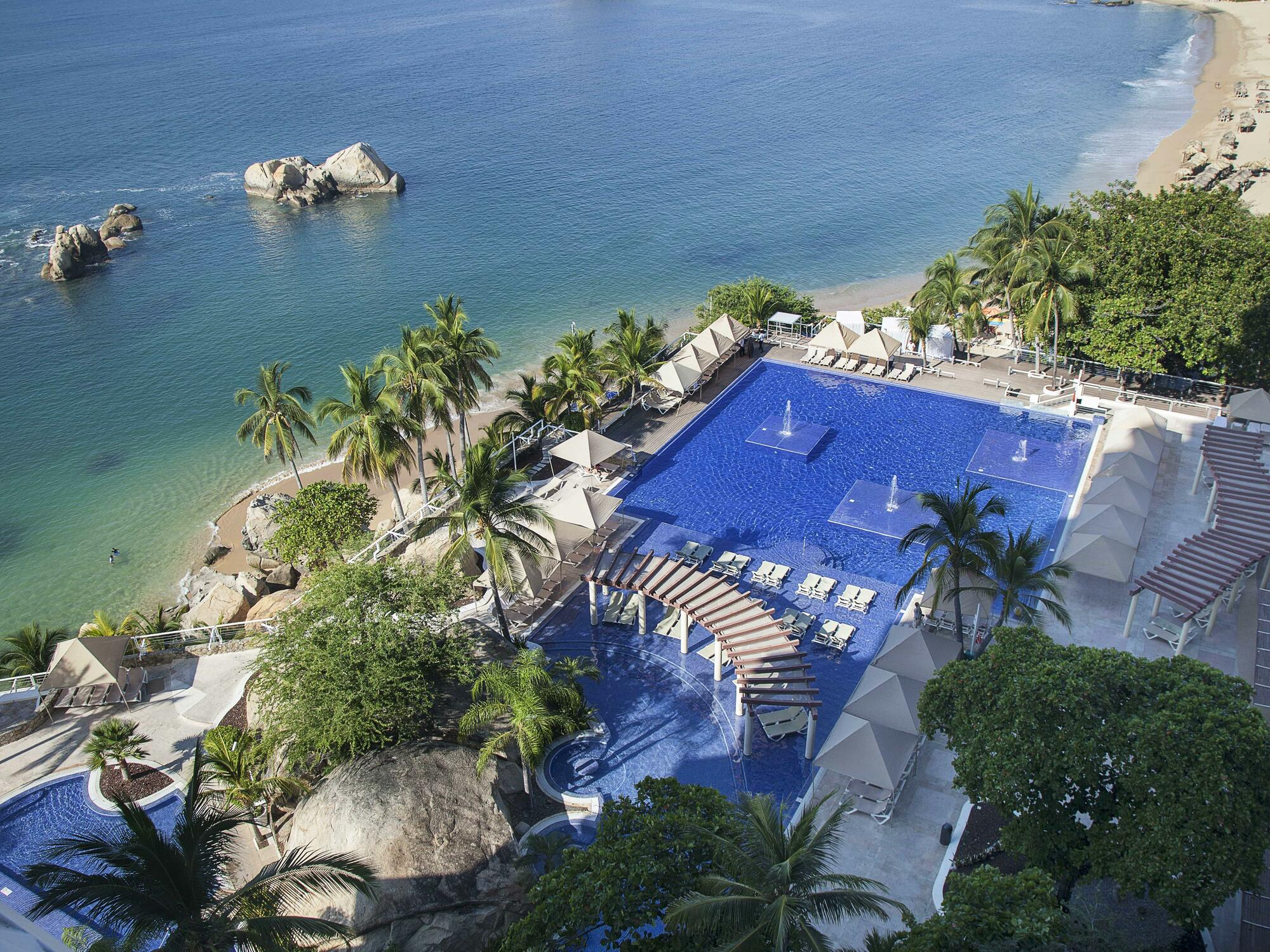 Aerial view of a hotel with pool in the Acapulco