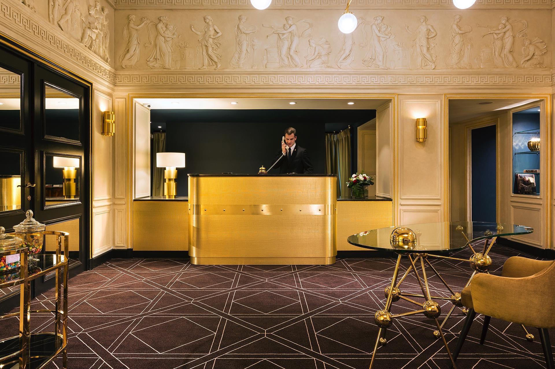 Espace réception dans le hall de l'Hotel Barsey by Warwick
