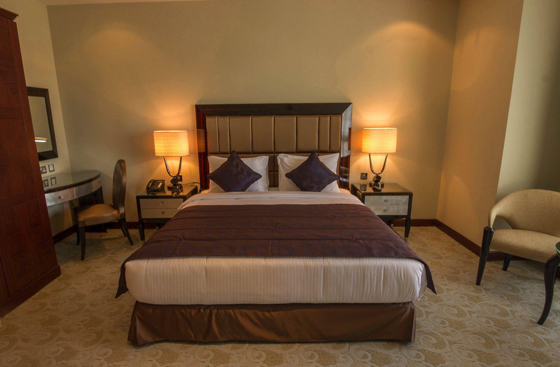 Executive Suite facing Bed
