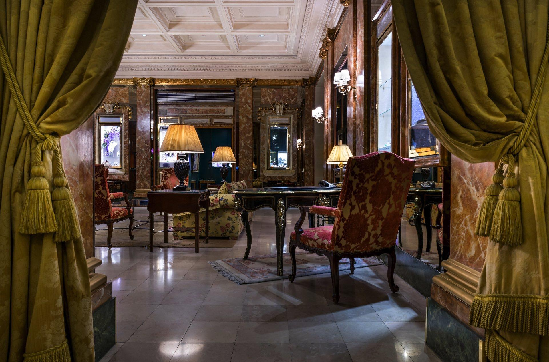 Lobby at Westminster Warwick Paris