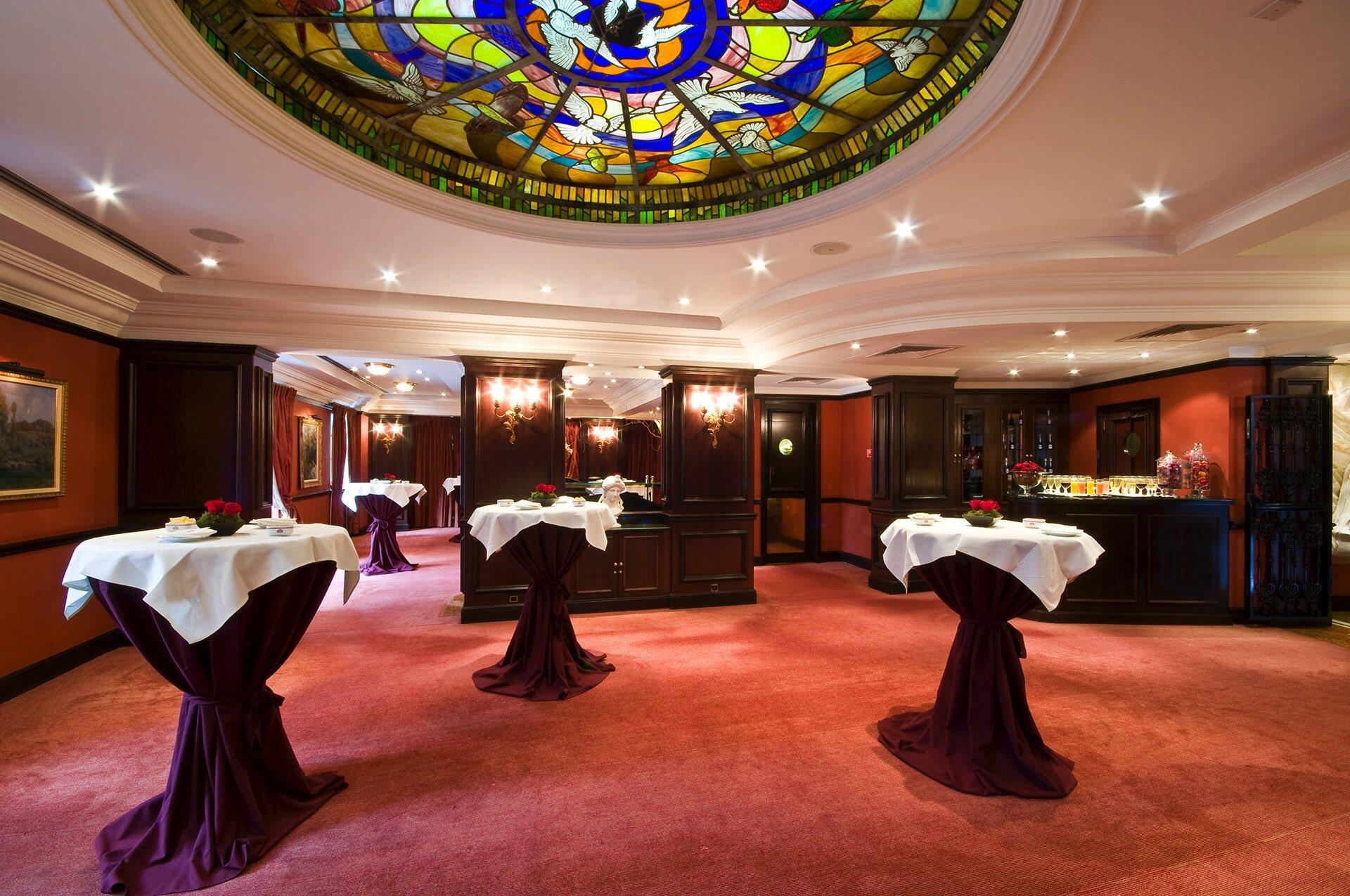 Salon Grand Place Cocktail Shape at Warwick Brussels
