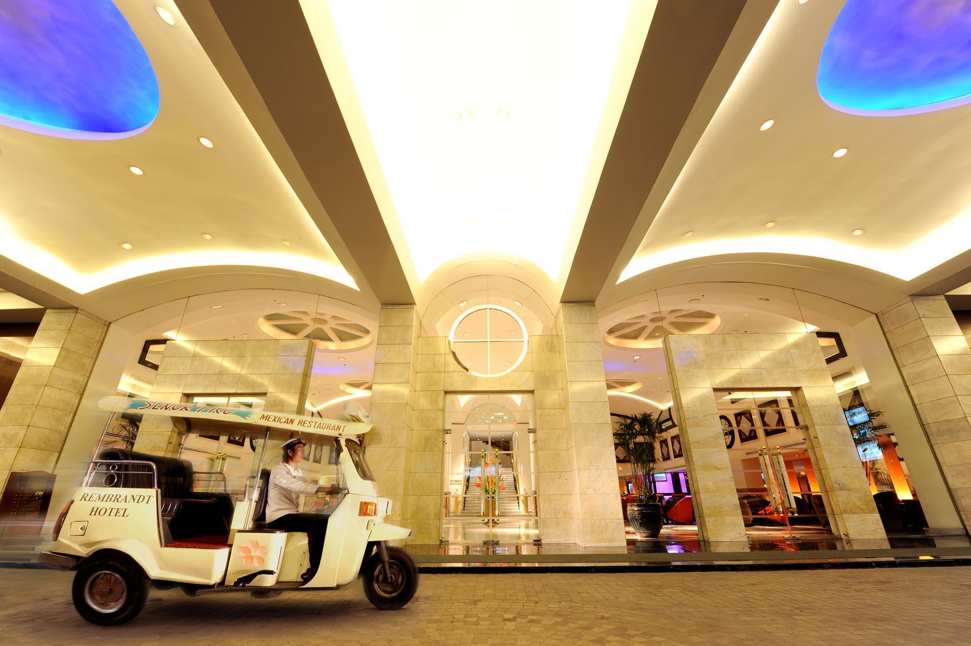 Entrance Tuk Tuk Rembrandt Hotel Bangkok