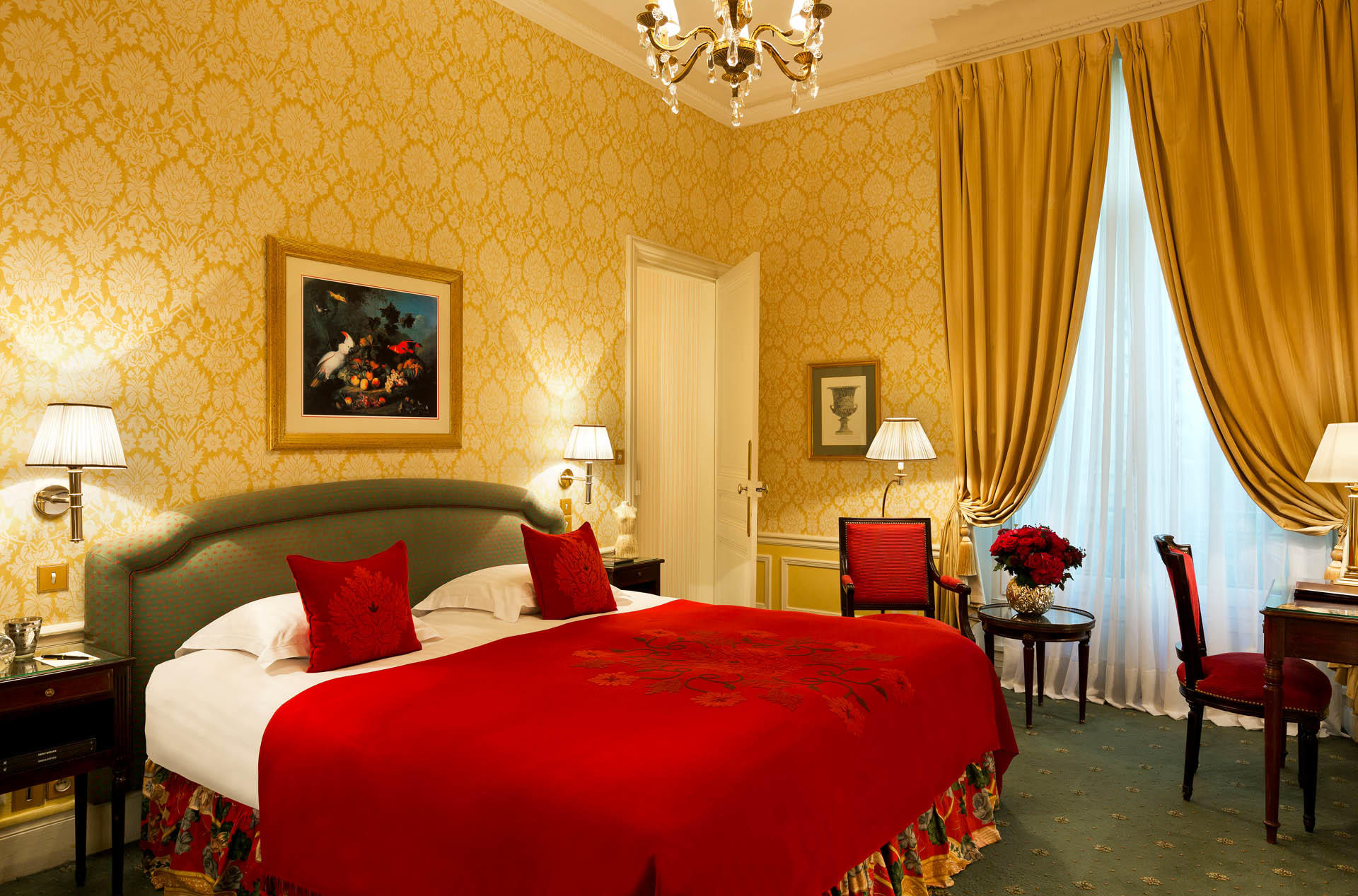 Deluxe Saint Honore Room on Hero at Westminster Warwick Paris