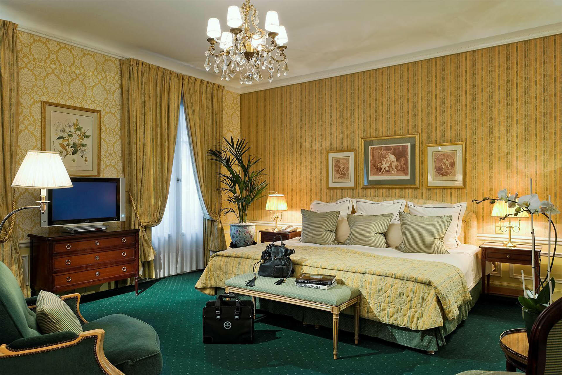 Suite Picture on Hero at Westminster Warwick Paris