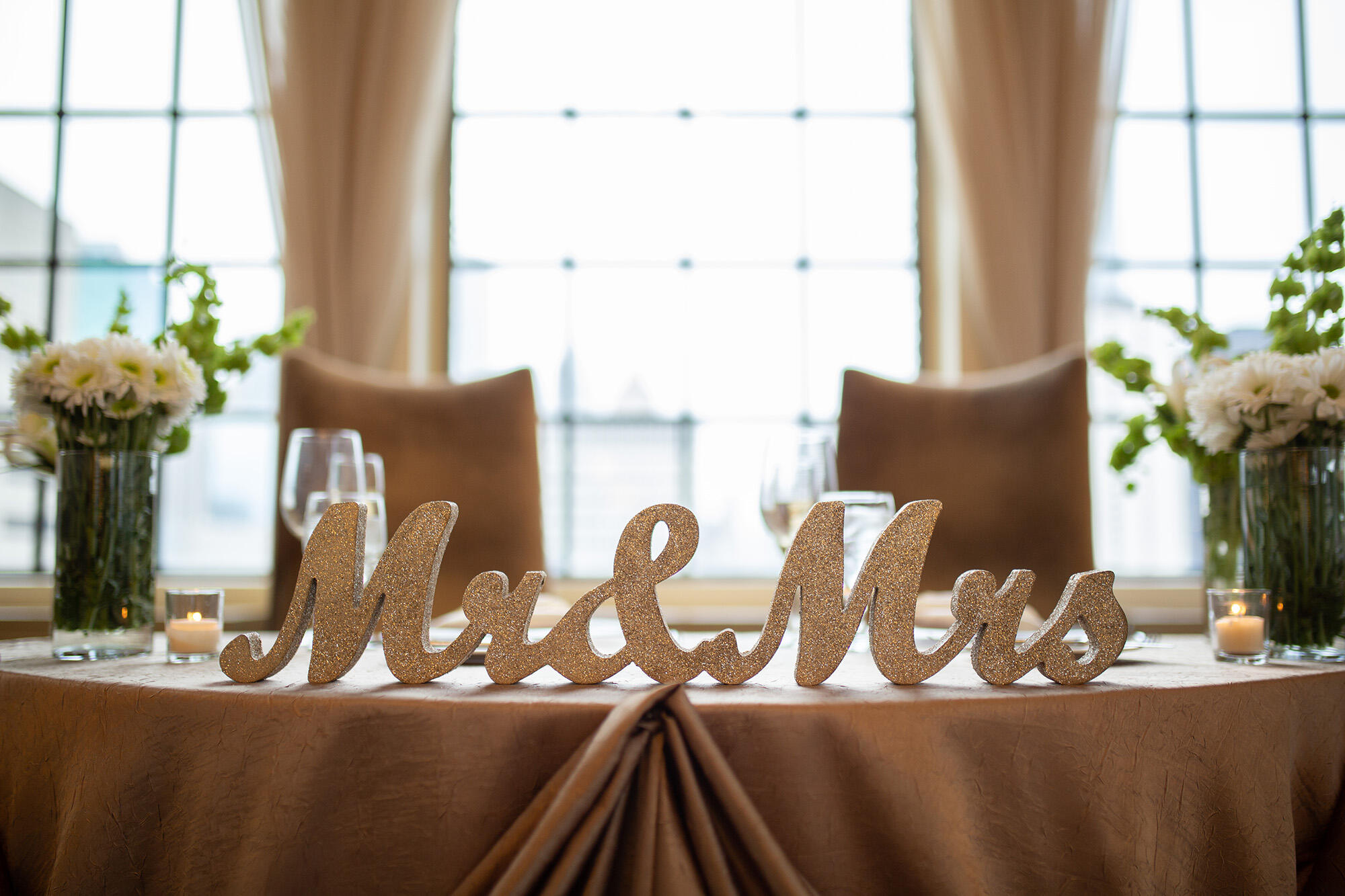 Mr and Mrs Signs at Warwick Allerton Hotel - Chicago