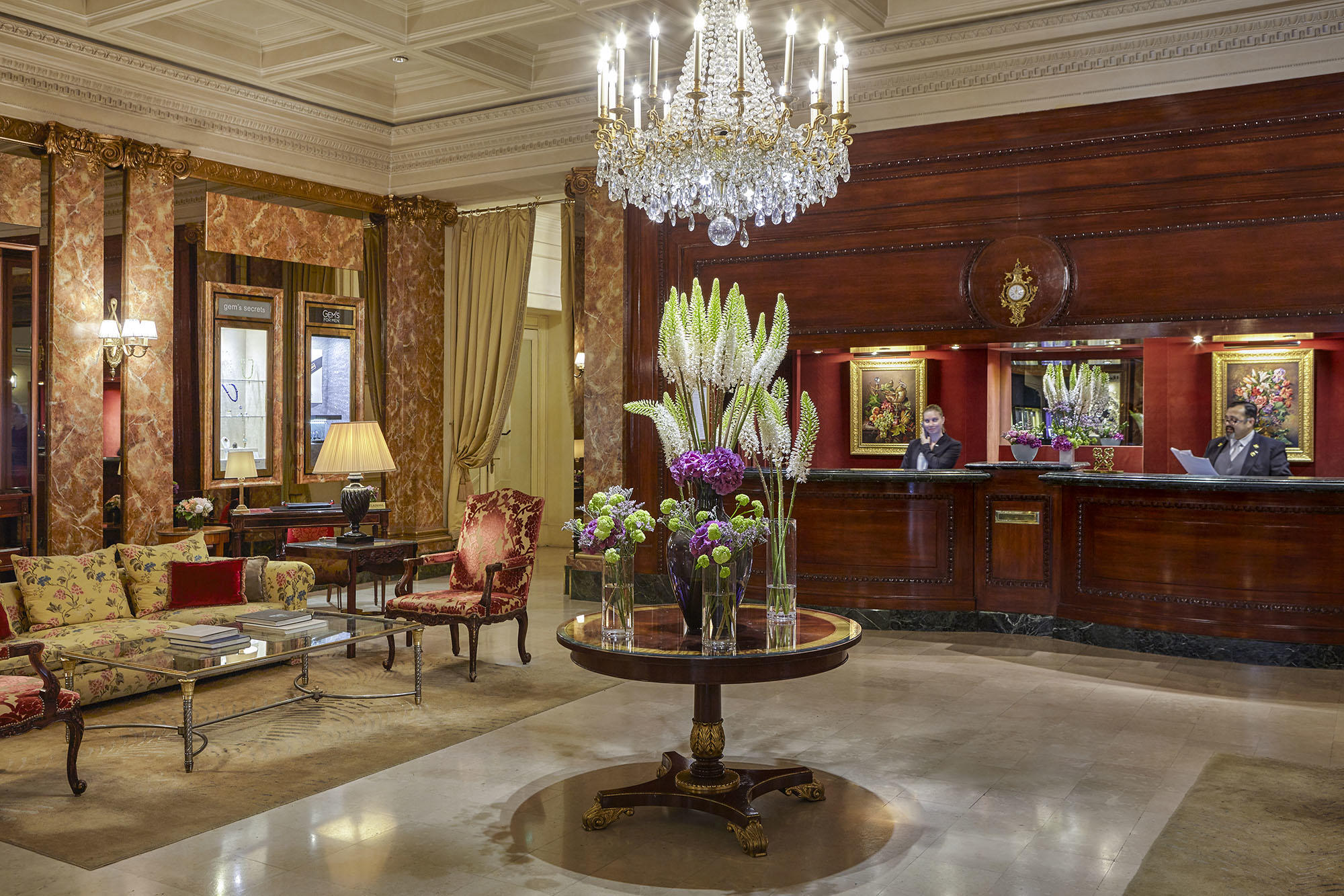 Lobby with Reception at Hotel Westminster Warwick Paris