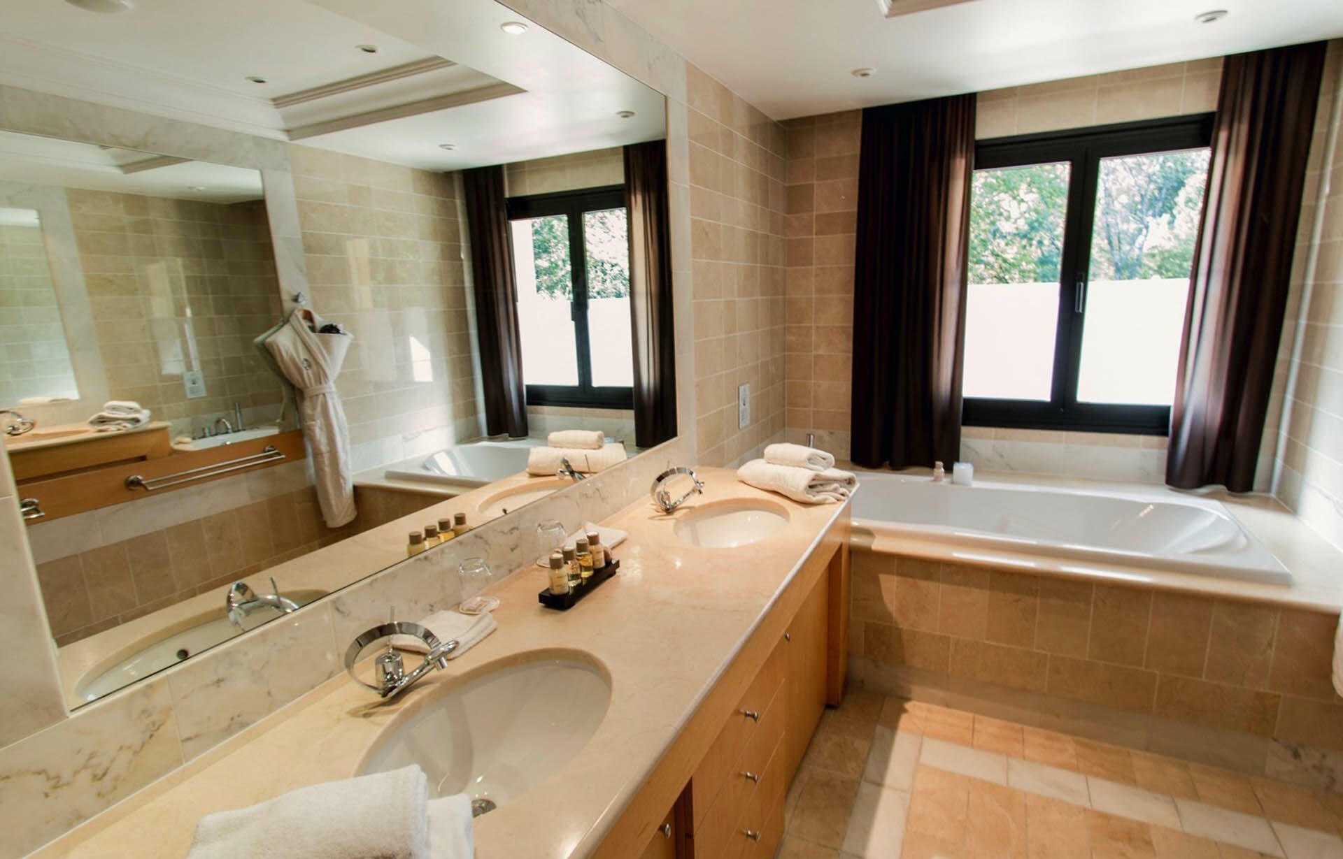 Bathroom at Hotel & Spa Le Pavillon near Lyon