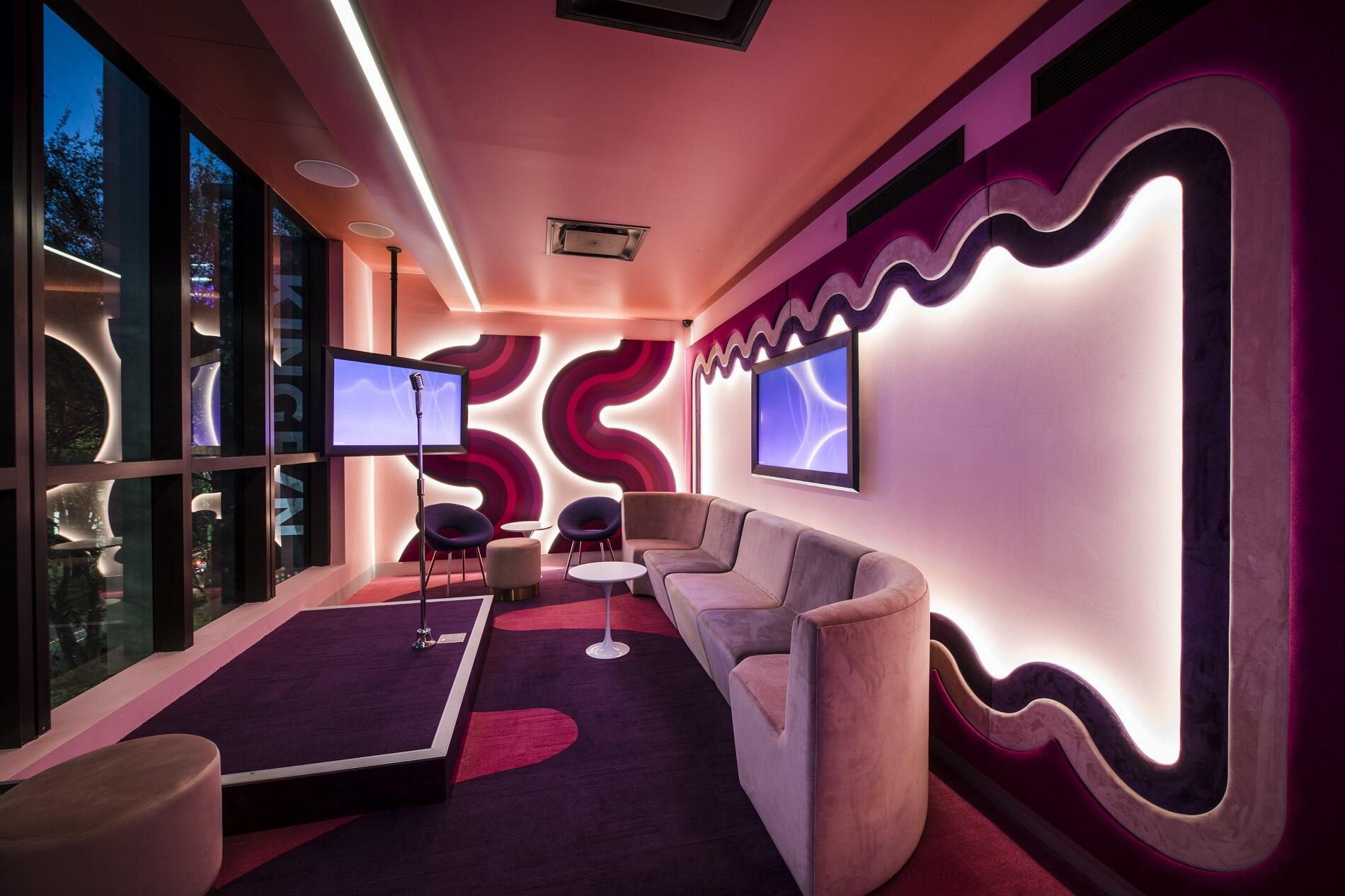 Juke's karaoke bar at Melbourne hotel