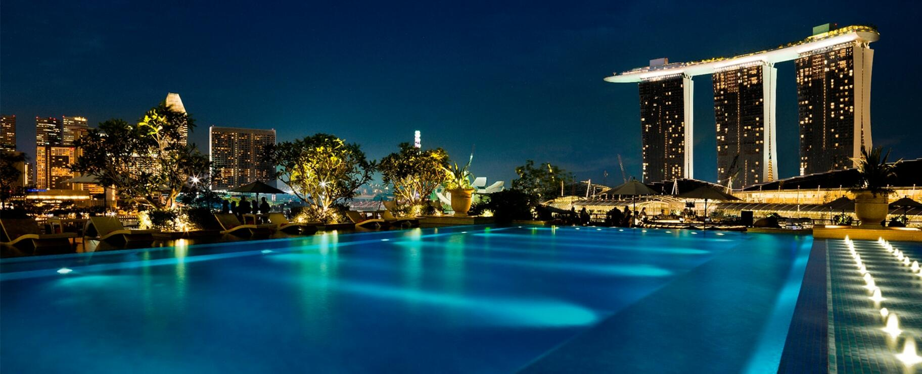 The pool and the city view at night
