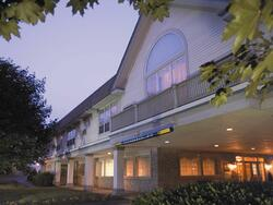 Hotel front view of Farmington Inn and Suites