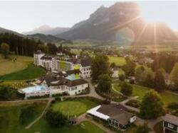 Drohnenansicht IMLAUER Schloss Hotel Pichlarn