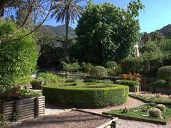 Exteriores del jardín botánico