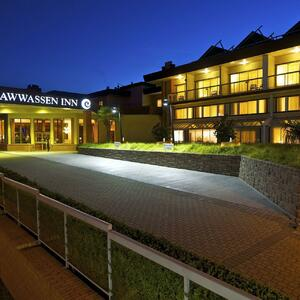 Exterior of Coast Tsawwassen Inn at night