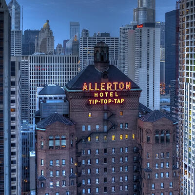 Evening Overview facade of Allerton Chicago