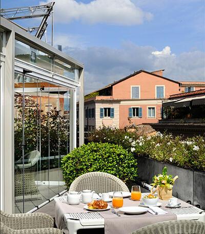 Breakfast on the terrace of hotel Babuino 181