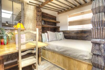 island retreat room