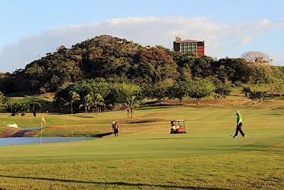Campo de golf y hotel.