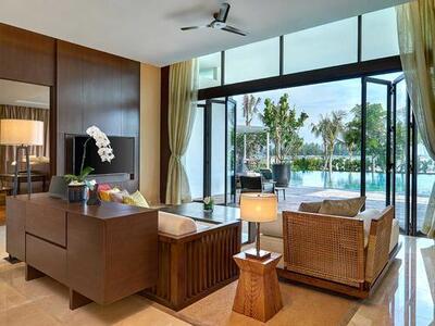 Living room that overlooks swimming pool