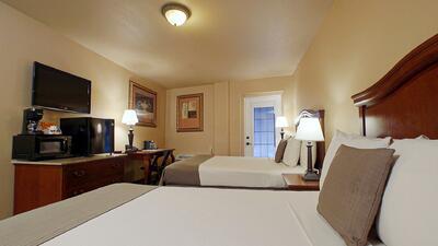double bed room with door to balcony