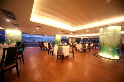 Halong Plaza Hotel - Bay View Restaurant