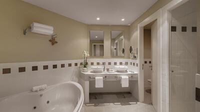 bathroom at Precise Resort El Rompido