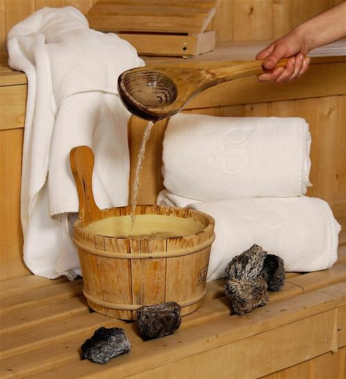 Close up on towels coal & water in the sauna at NOI Indigo