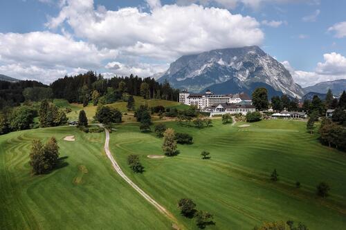 Drohnenaufnahme vom IMLAUER Hotel Schloss Pichlarn