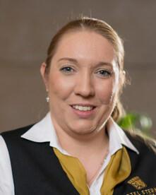 Nicole Schunert, Receptionist