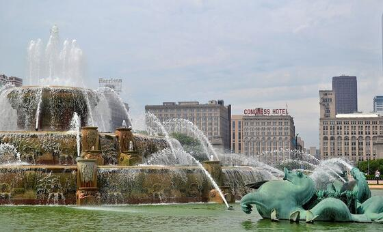 Buckingham Fountain in front of Congress Plaza