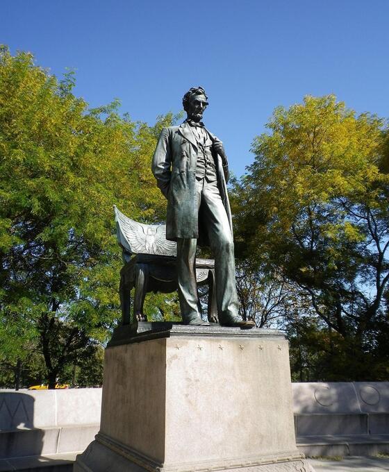 Statue in Lincoln Park