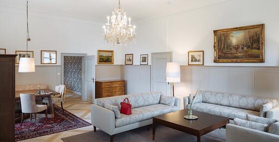 Wohnzimmer in der Schloss Suite im Schloss Pichlarn