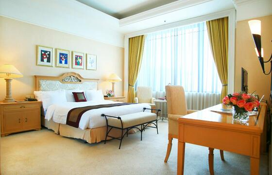 Senator Suite with one bed at Hanoi Daewoo Hotel
