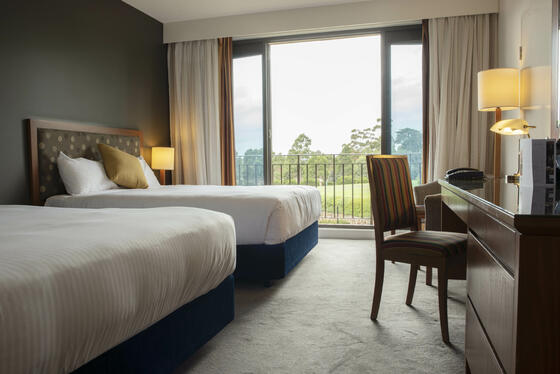 Twin Room Beds with View - Yarra Valley Lodge