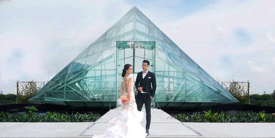 couple at Aviosa Chapel