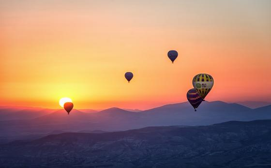 Hot Air Balloon in the Horizon - Landscape Photography - Yarra V
