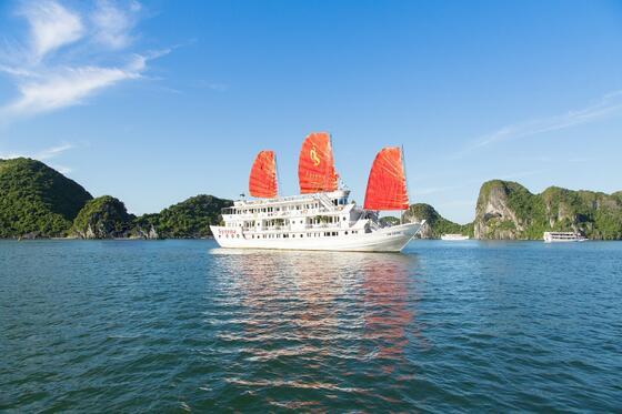 Halong Plaza Hotel_Syrena Cruises on Halong Bay