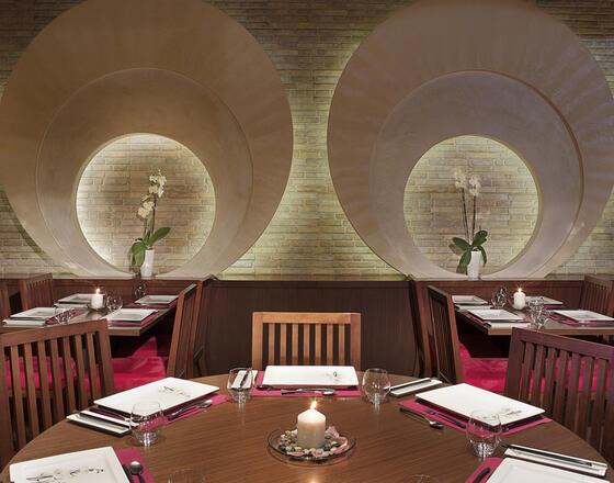 مطعم كيوي ماي الصيني في سيتي سيزونز الحمراء في أبو ضح