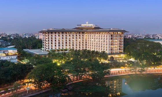 Chatrium Royal Lake Yangon Exterior