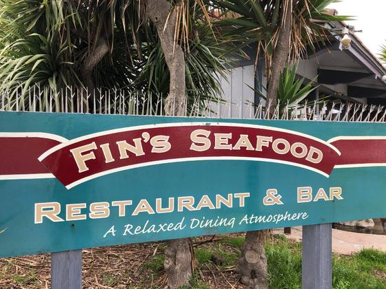 fin's seafood restaurant and bar logo