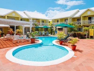 pool at bay gardens hotel