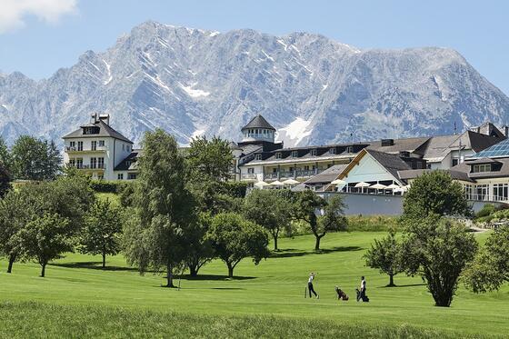 18 Loch Golfplatz mit Blick auf das Schloss Pichlarn und den Gri