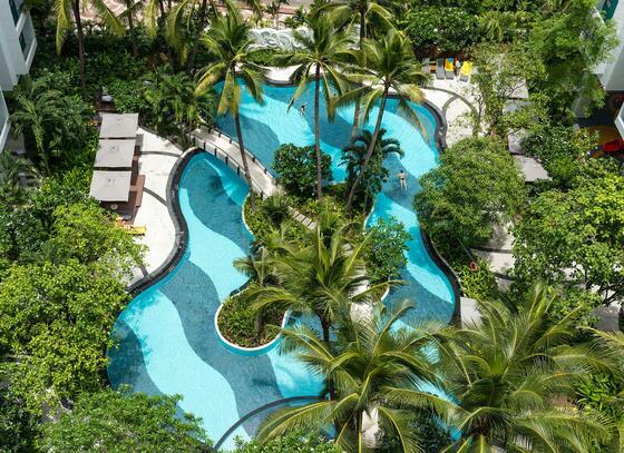 察殿曼谷沙屯酒店式公寓游泳池