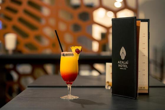 Cocktail à côté de la barre de menu