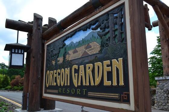 Oregon Garden Resort entrance sign