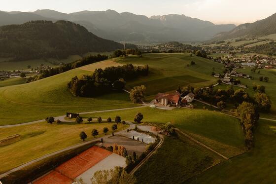 IMLAUER Hotel Schloss Pichlarn Tennisplatz