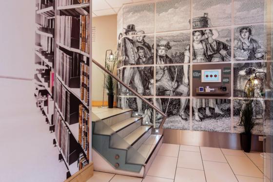 STEWART APARTHOTEL EDINBURGH staircase