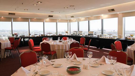 Sala de recepción en el Hotel Emperador Buenos Aires