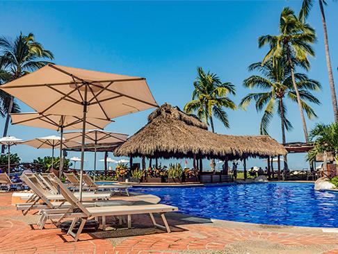 Pool at Plaza Pelícanos Grand Beach Resort