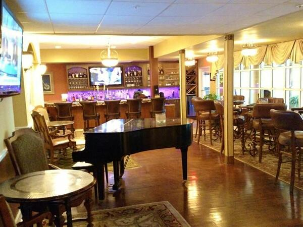 Lobby bar with grand piano.